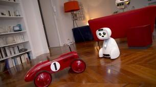 BUDDY le robot et un jouet